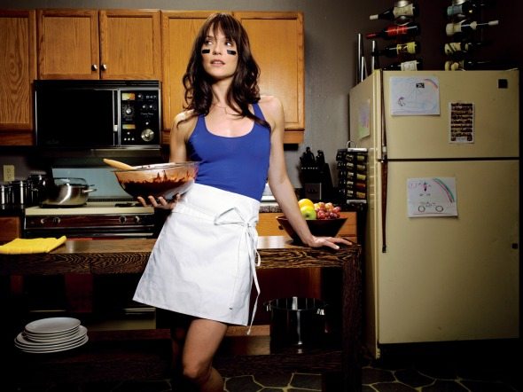 THE LEAGUE: Katie Aselton. CR: Jeremy Cowart / FX