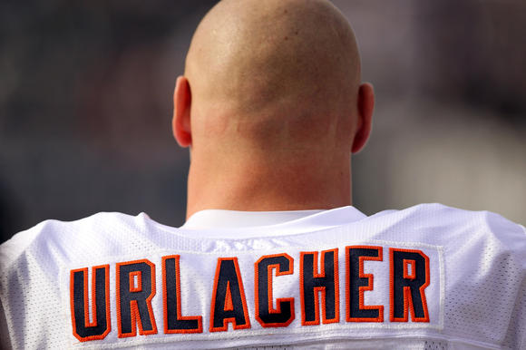 chi-brian-urlacher-retires-comments-20130522-001